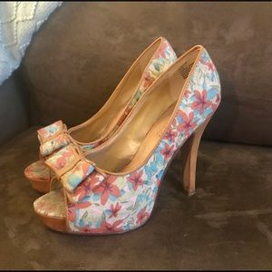 👠 Madden Girl peep toe pumps